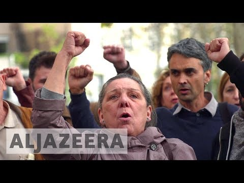 Catalonia: Judge jails eight ousted ministers
