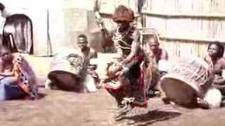 Swazi Cultural Center   Sangoma Dance