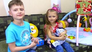ВЛОГ Покупаем ПОДАРОК для маленькой девочки Едем в гости Видео для детей