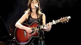 preview picture of video 'VANESA MARTIN - Aun no te has ido (Concierto San Roque)'