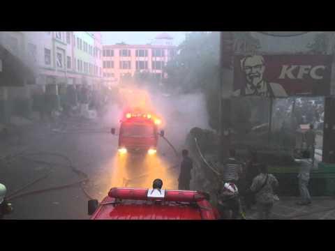 Mencekam, Berikut Video Kebakaran yang Melanda Pusat Perbelanjaan Ramayana Pekanbaru