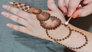 Mehndi Design With Earbuds Images