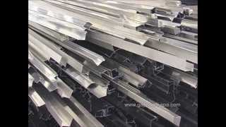 Systèmes pour profilés de toit avec panneaux photovoltaïques incorporés