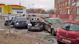 На улице Псковская лихой водитель столкнулся с несколькими машинами и врезался в столб