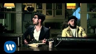 Don't Turn The Lights On - Chromeo (Video)