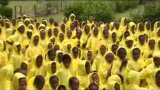 preview picture of video 'Chubasqueros para los niños de Dubbo - Etiopía'
