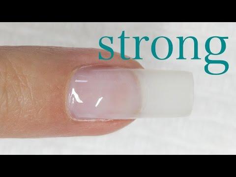 Die Nägel für die Behandlung gribka der Nägel auszunehmen