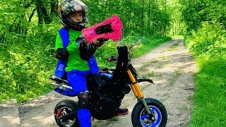 GRANNY vs Den on kids Pocket Bike. Nerf gun game. Pretend play in real life! Horror for children