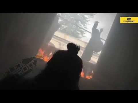 People burning down Guatemala's Congress