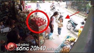 Bé gái tội nghiệp dùng 5K mua bánh trung thu 25K, điều gì xảy ra?   KỸ NĂNG SỐNG   Camera giấu kín