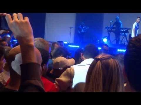 Image video Shy'm chute en se jetant dans le public de Bercy