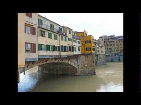 Italy Florence The medieval bridge Ponte Vecchio De Middeleeuwse brug Ponte Vecchio in Florence