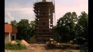 preview picture of video 'STATUS a.s. - stavba rozhledny Kutná Hora Na Kaňku 2012'