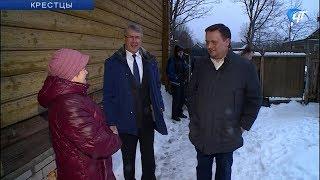 Андрей Никитин посетил одну из пострадавших от летней стихии семью в Крестецком районе