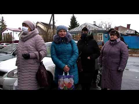 В Курске пенсионеры толпятся возле «Квадры» из-за невозможности дозвониться