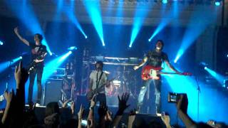 All Time Low - Intro + Lost In Stereo (LIVE)