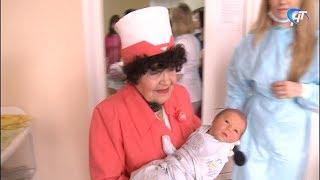 80 лет отметила самая опытная медсестра регионального роддома