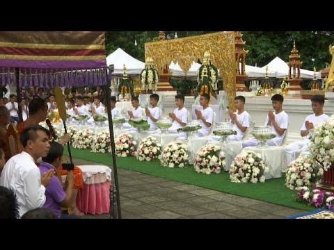 Ταϊλάνδη: Σε βουδιστικά μοναστήρια τα μέλη της ομάδας