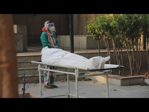 Índia bate novo recorde de mortes, que passam de 250 mil