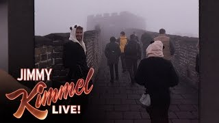 Liam Hemsworth Carried Jennifer Lawrences Purse On The Great Wall Of China