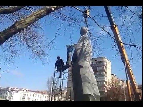 В Запорожье демонтирую памятник Дзержинскому
