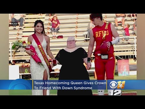 Veure vídeo Texas Homecoming Queen Gives Crown To Friend With Down Syndrome
