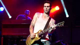 Adam Levine being Sexy on the Guitar (Live 8/31/11)