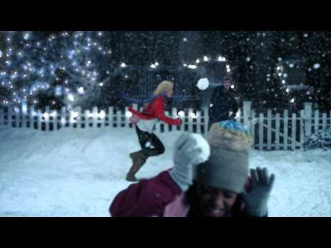 Famous Footwear Commercial (2011 - 2012) (Television Commercial)