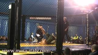 preview picture of video 'MMA ITALY: DynaMMAite 23 Marzo 2013 - Alessandria - Eugenio Ratoi vs Saracino Alex'