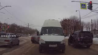 Автолюбитель проучил водителя маршрутки за хамство
