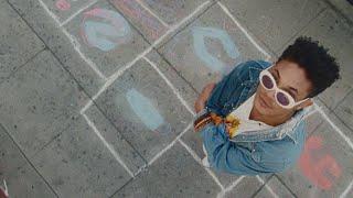 Kadr z teledysku Baby Girl tekst piosenki Bryce Vine