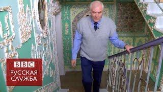 Киевский пенсионер превратил свой подъезд в музей