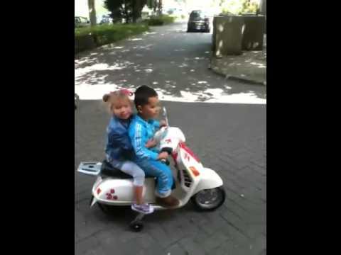 Toet toet toeter op de kinderscooter!!! Toet Toet
