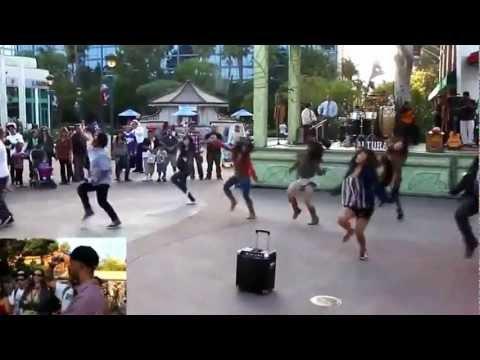 Cầu hôn flashmob trong công viên