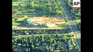 USA: CLASSES RESUME AFTER COLUMBINE MASACRE (2)