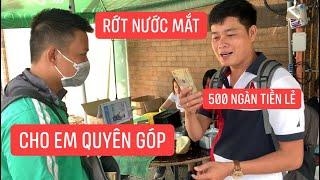 Đang bán sầu riêng, em trai xe ôm đưa cọc tiền lẻ giúp người nghèo, Khương Dừa muốn rớt nước mắt!