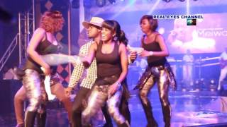 ABEIKU SANTANA DANCES AT THE BACK OF LADIES AT EMY AWARDS