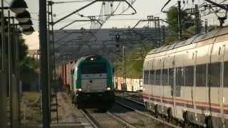 preview picture of video 'Cruce en Valdemoro de Renfe 449 y Euro Cargo Rail 335'