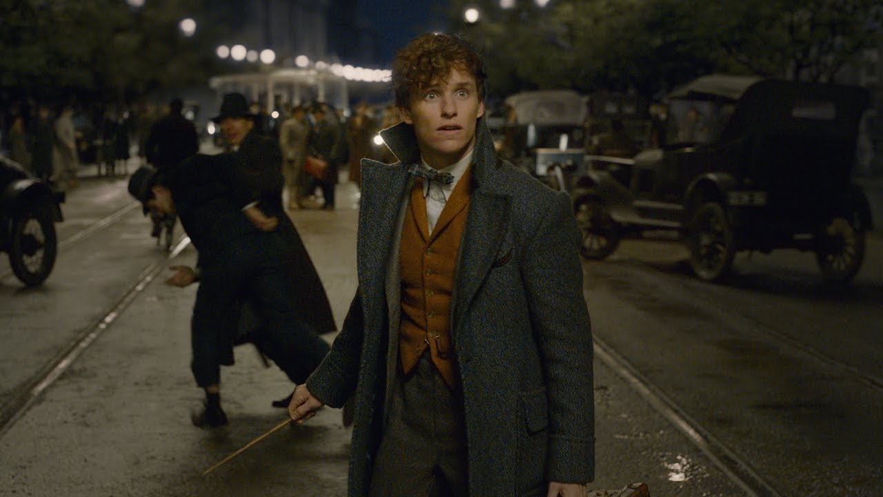 Video trailer för Fantastic Beasts: The Crimes of Grindelwald - Official Comic-Con Trailer