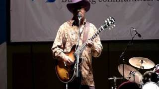 Lil' Dave Thompson at Arkansas blues and heritage festival - Lil' girl