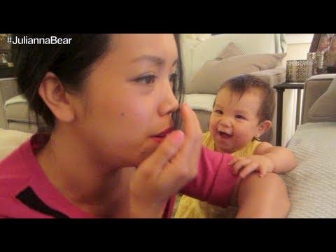 Annesinin öksürüğünü taklit eden bebek