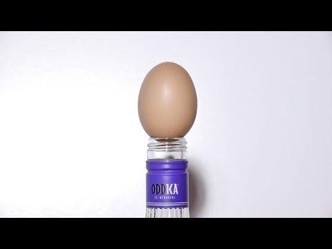 Cách nhét trứng cả vỏ vào chai vodka