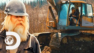 Tony Beets Builds A Dam With A Broken Excavator | Gold Rush