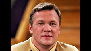 Посмотрите, с кем сейчас живет звезда сериала «День рождения буржуя» Анатолий Журавлёв