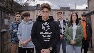 Kadr z teledysku Młody Chłopak tekst piosenki Team X