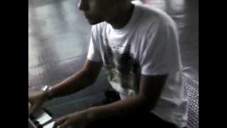preview picture of video 'Os Simpsons  - No piano do metro Santana'
