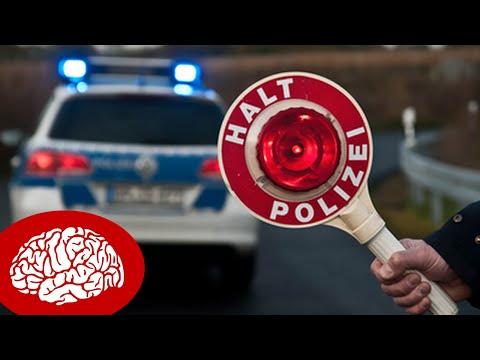 5 DINGE, DIE POLIZISTEN BEI EINER VERKEHRSKONTROLLE NICHT DÜRFEN