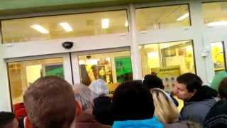 preview picture of video 'Wielkie Otwarcie Biedronki, Wrocław 28.10.14'