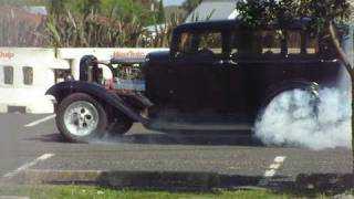 preview picture of video '1932 Ford Does Awesome Burnouts! Full Throttle Manukau, 23 Oct 2010'