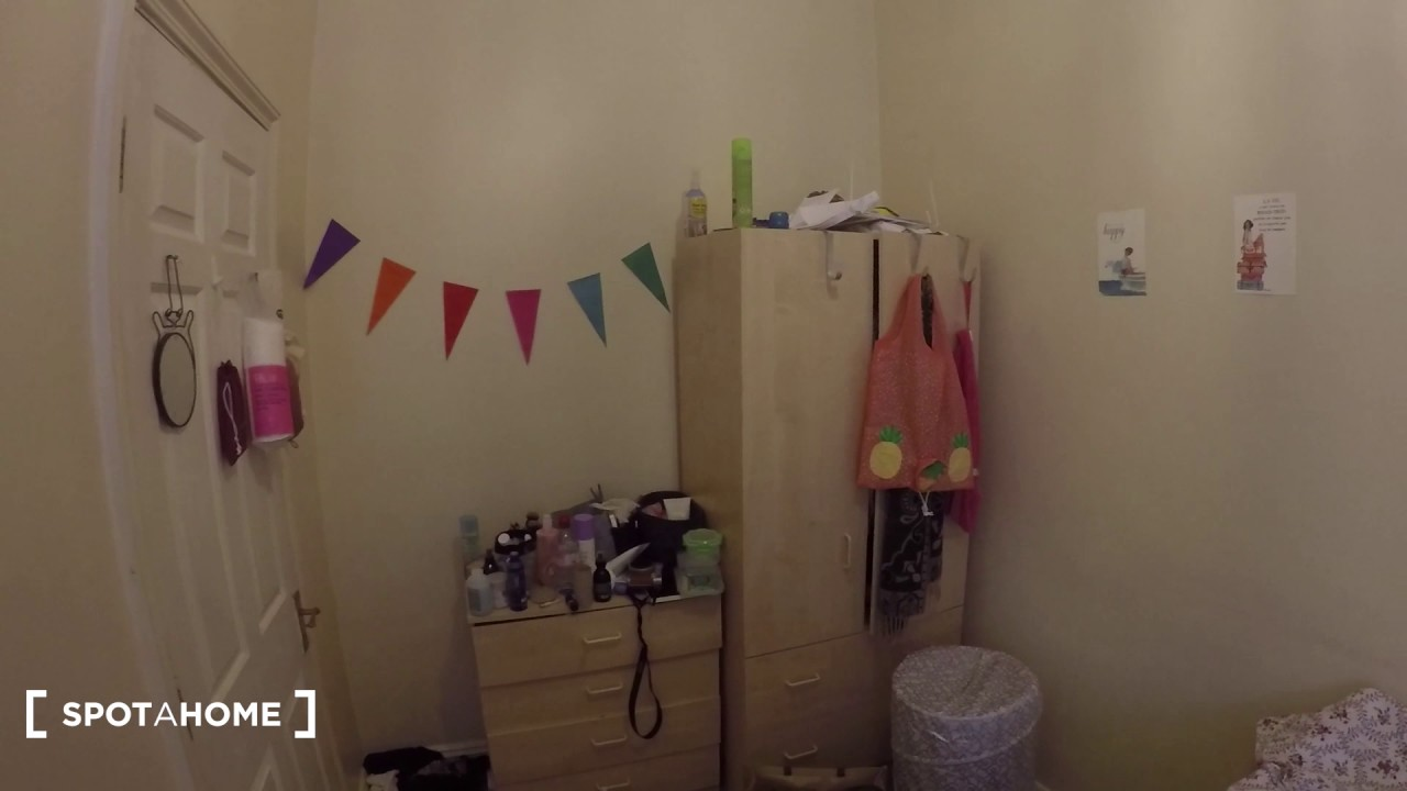 Equipped room with standalone wardrobe in 4-bedroom flat, Marylebone